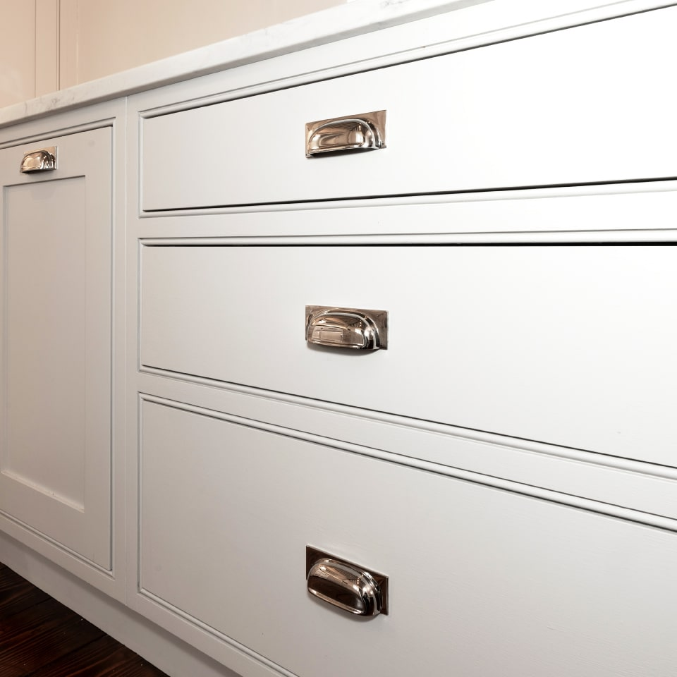 armac martin pull handle on white handmade kitchen