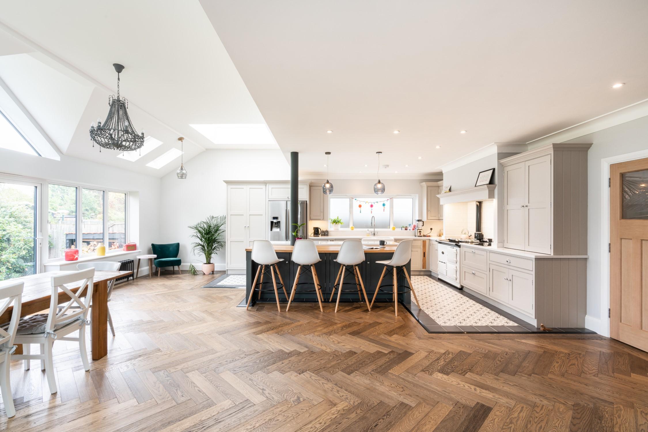 Dream Views & Chef's Kitchen Modern