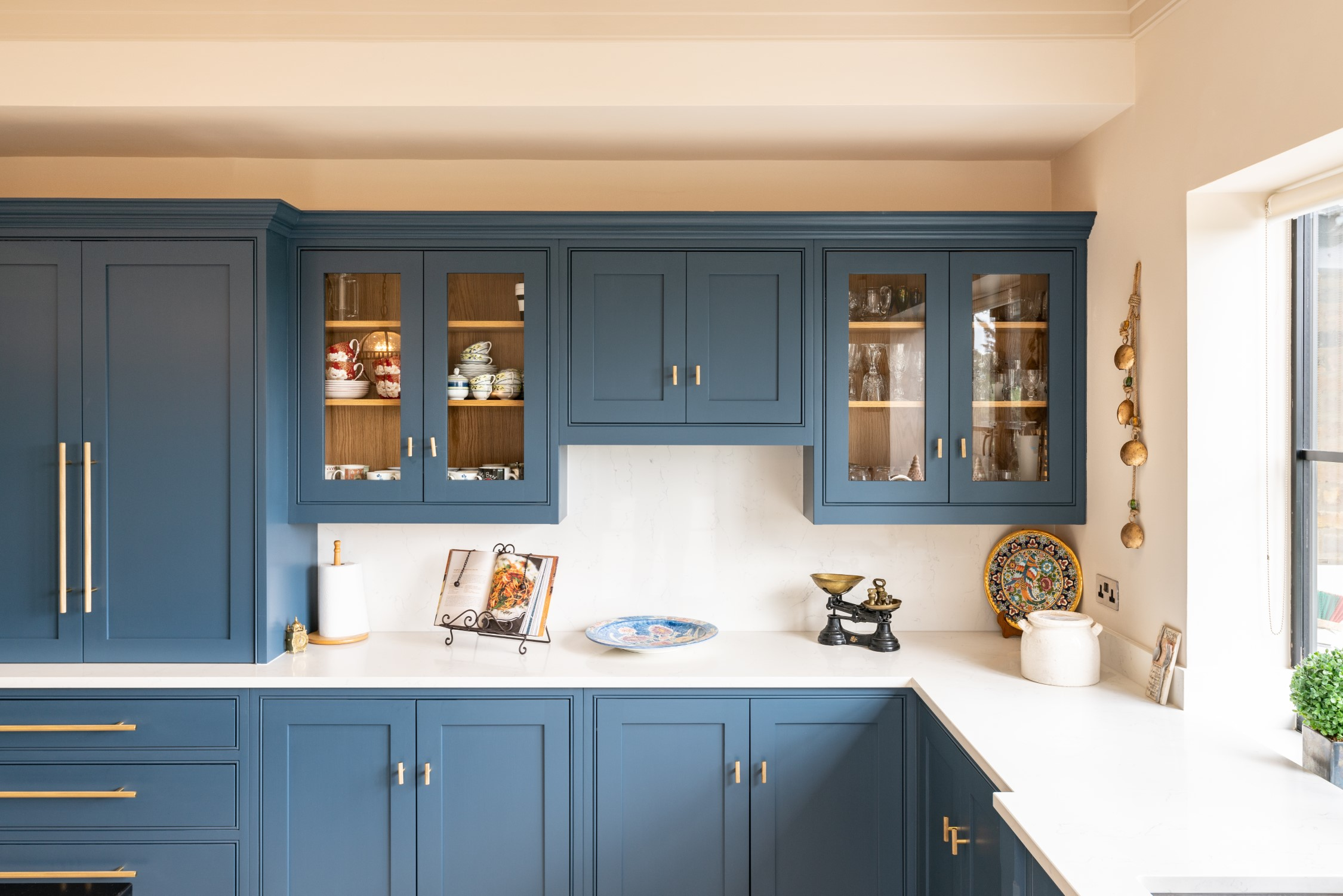 A Look Into Glass Fronted Cabinets On A Handmade Kitchen Nicholas Bridger